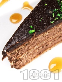 Домашна класическа торта Гараш с крем от шоколад, сметана, ром, орехи и шоколадова глазура - снимка на рецептата